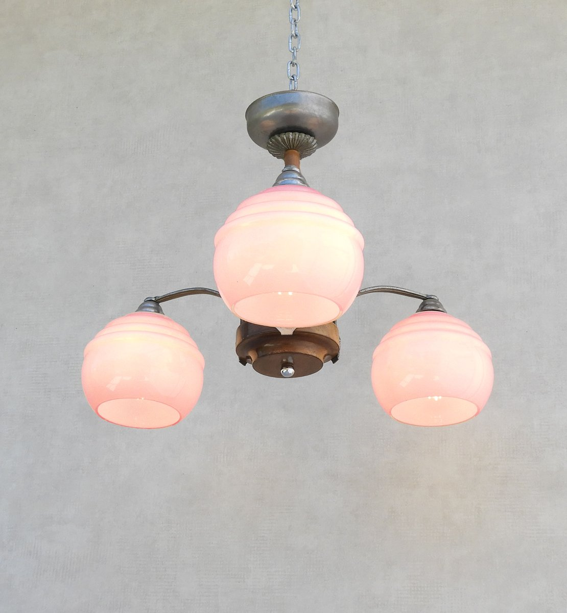 plafonnier art d co en verre opalin rose 1930s en vente. Black Bedroom Furniture Sets. Home Design Ideas