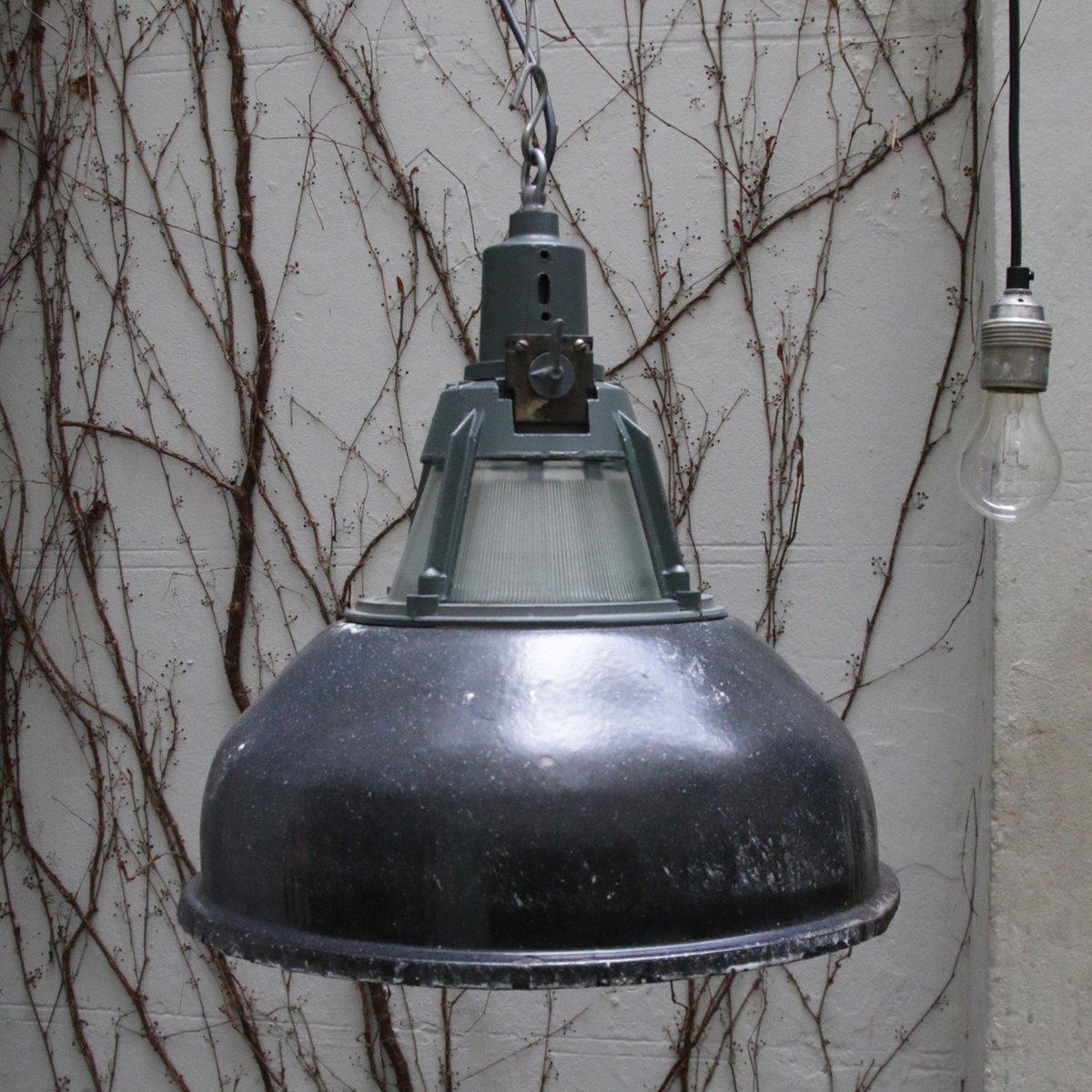 lampe suspension industrielle vintage en mail gris. Black Bedroom Furniture Sets. Home Design Ideas