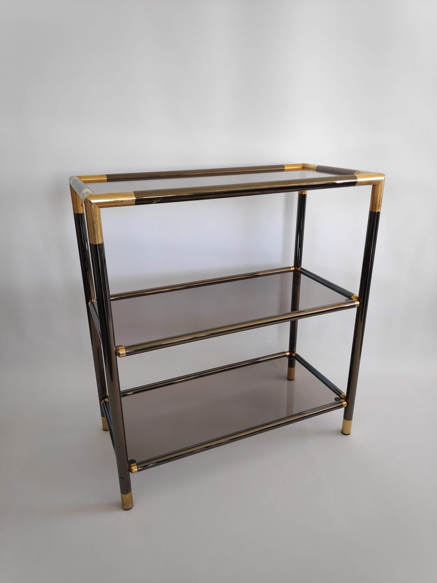 regal aus vergoldetem metall rauchglas 1970er bei. Black Bedroom Furniture Sets. Home Design Ideas
