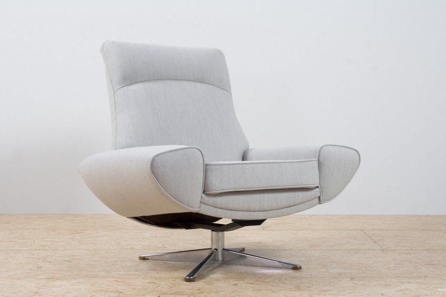grauer sessel mit hoher r ckenlehne von johannes andersen. Black Bedroom Furniture Sets. Home Design Ideas