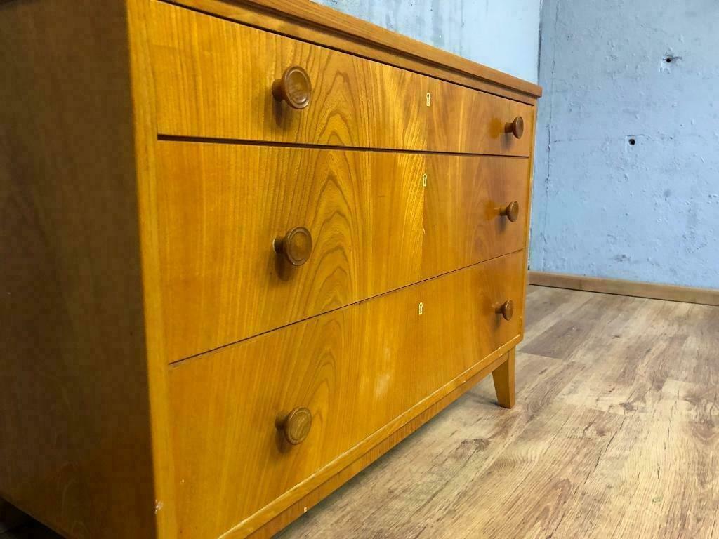 schwedische mid century kommode 1960er bei pamono kaufen. Black Bedroom Furniture Sets. Home Design Ideas