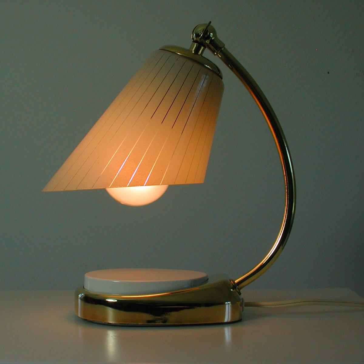 Deutsche Bauhaus Tastlicht Lampe aus Messing & Opalglas, 1960er bei Pamono kaufen