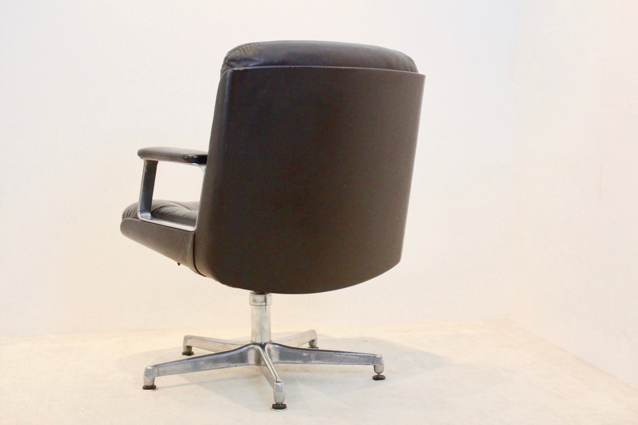 Italian Executive Leather Swivel Chair From Vaghi 1960s