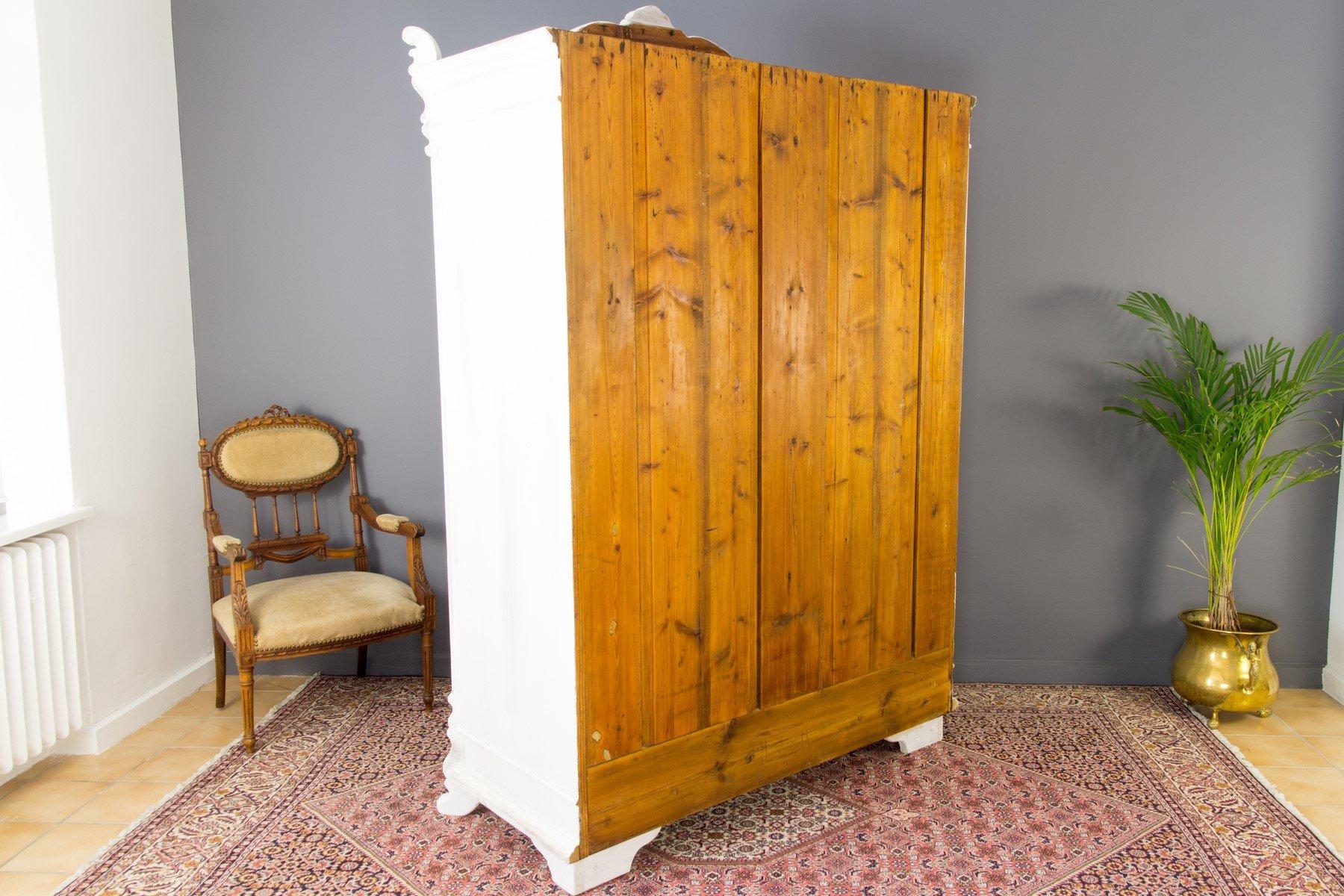 Armadio a due ante in legno di pino, anni '20 in vendita ...