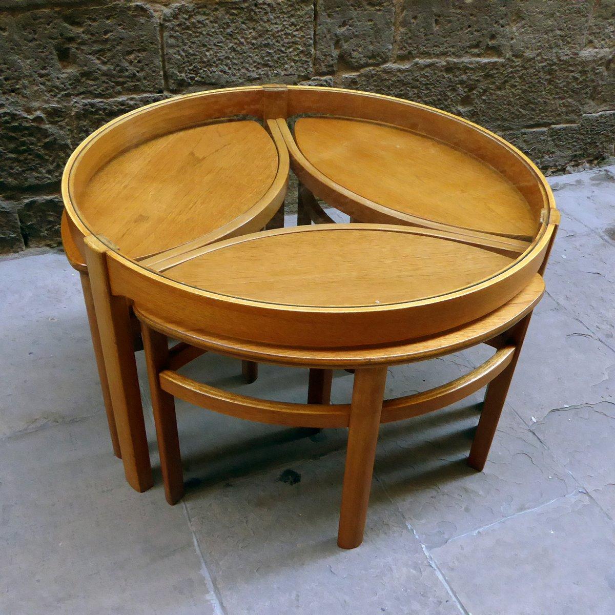runder glas couchtisch mit passenden satztischen 4er set bei pamono kaufen. Black Bedroom Furniture Sets. Home Design Ideas