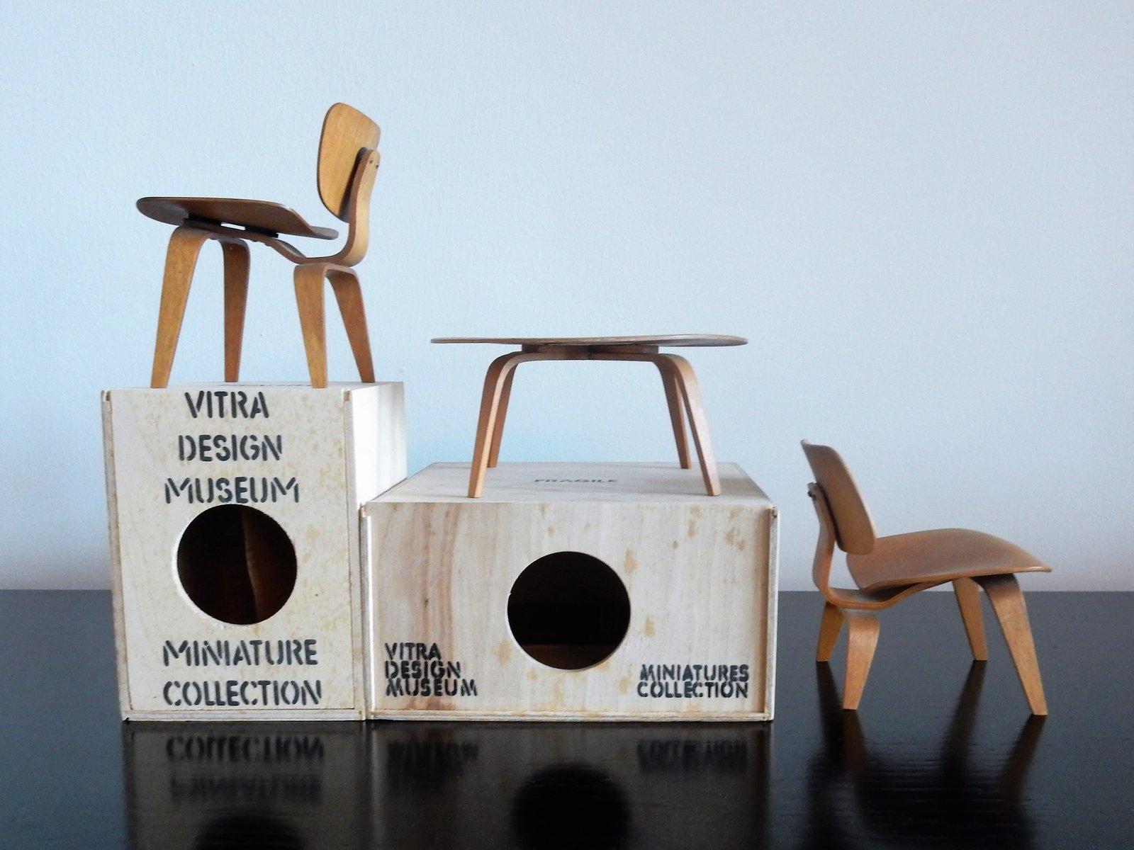 Tavolo E Sedie In Miniatura Di Charles Ray Eames Per Vitra Anni 90 Set Di 3 In Vendita Su Pamono