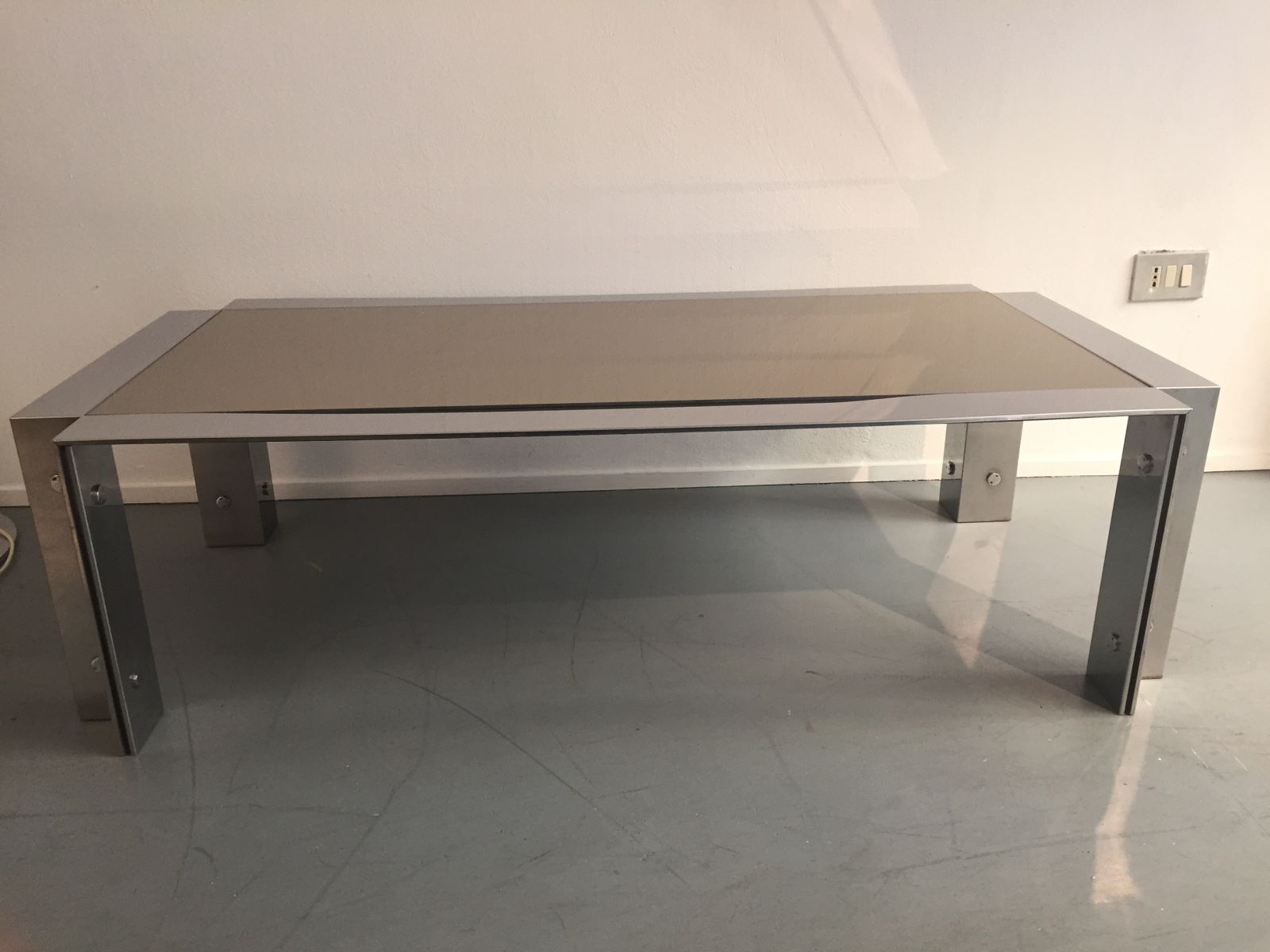 Niedriger Tisch aus Verchromtem Stahl und Spiegelglas von Lamperti