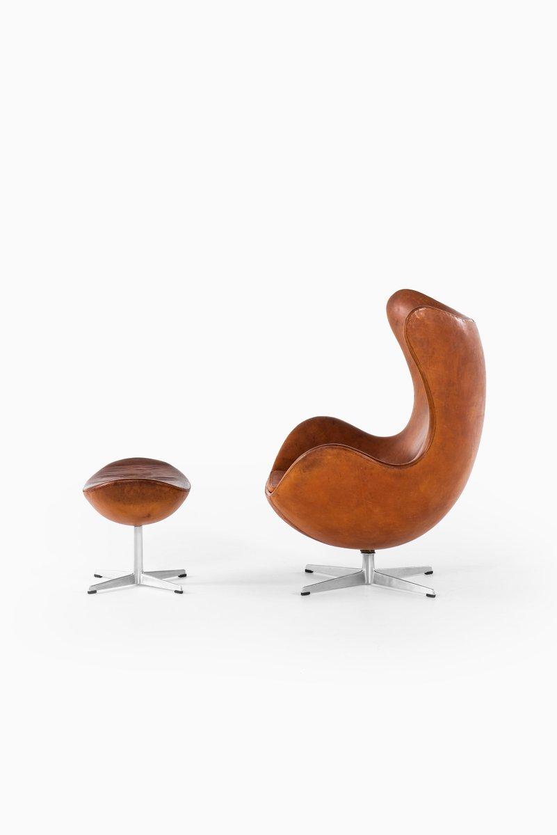 Sedia Egg nr. 3316 e sgabello nr. 3127 di Arne Jacobsen ...