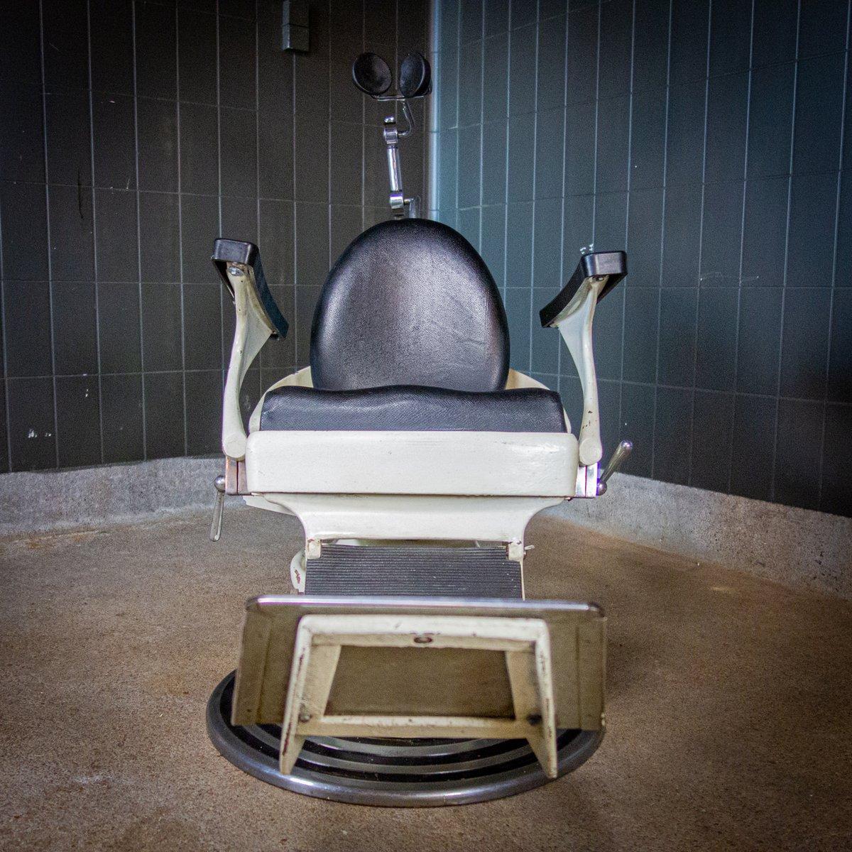 Sedia da dentista vintage, anni '50 in vendita su Pamono