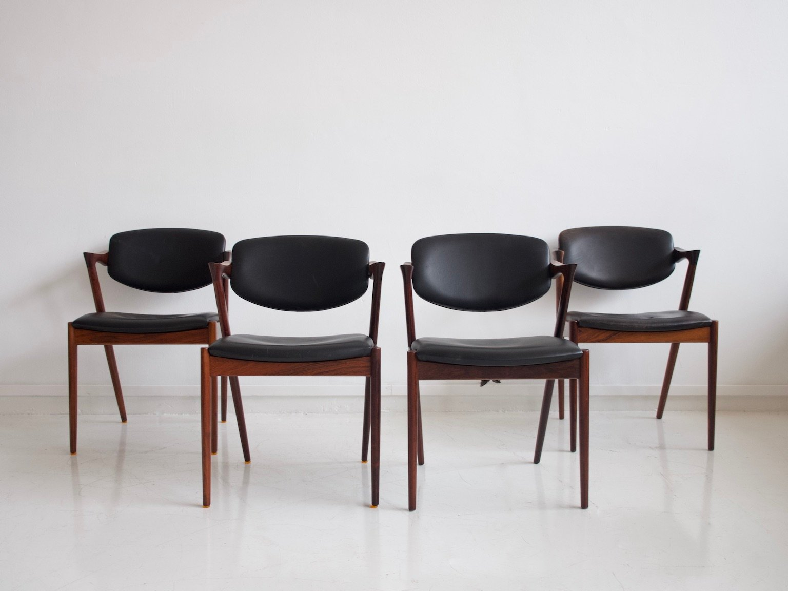 Set Of Four Vintage Leather /& Teak Dining Chairs