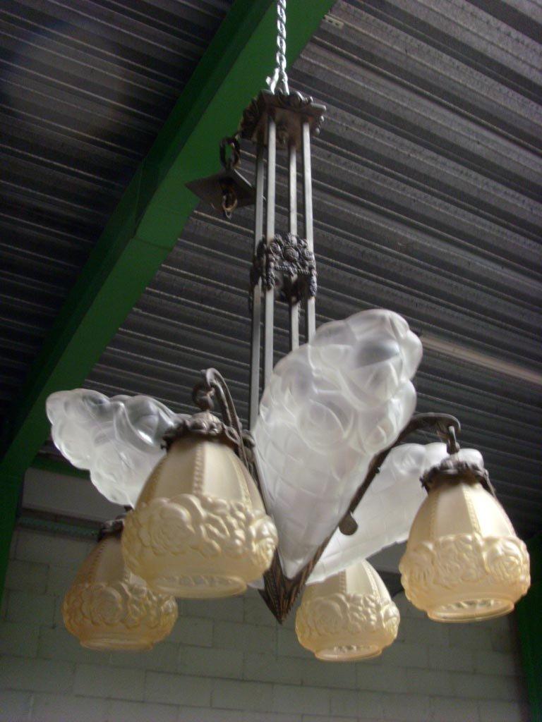 Art Deco Milchglas Kronleuchter von David Gueron für Verrerie D´Art De...