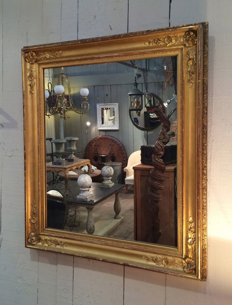 Specchio antico dorato con cornice in legno in vendita su - Specchio in legno ...