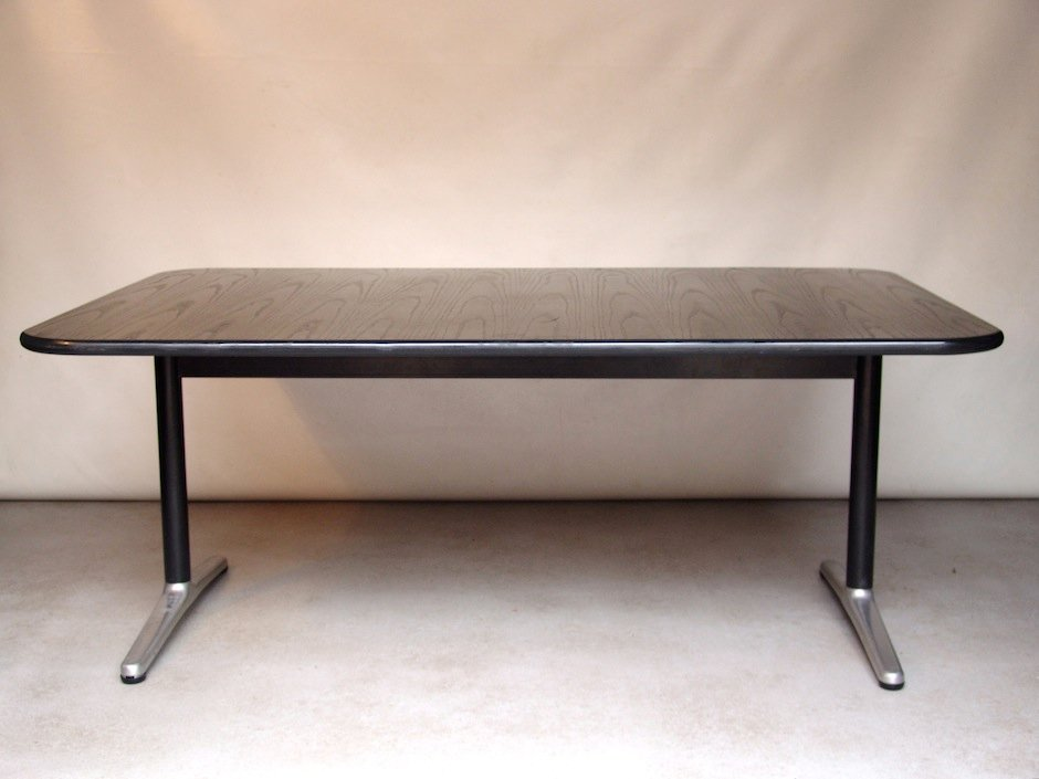 holz und metall esstisch von friso kramer f r wilkhahn bei pamono kaufen. Black Bedroom Furniture Sets. Home Design Ideas