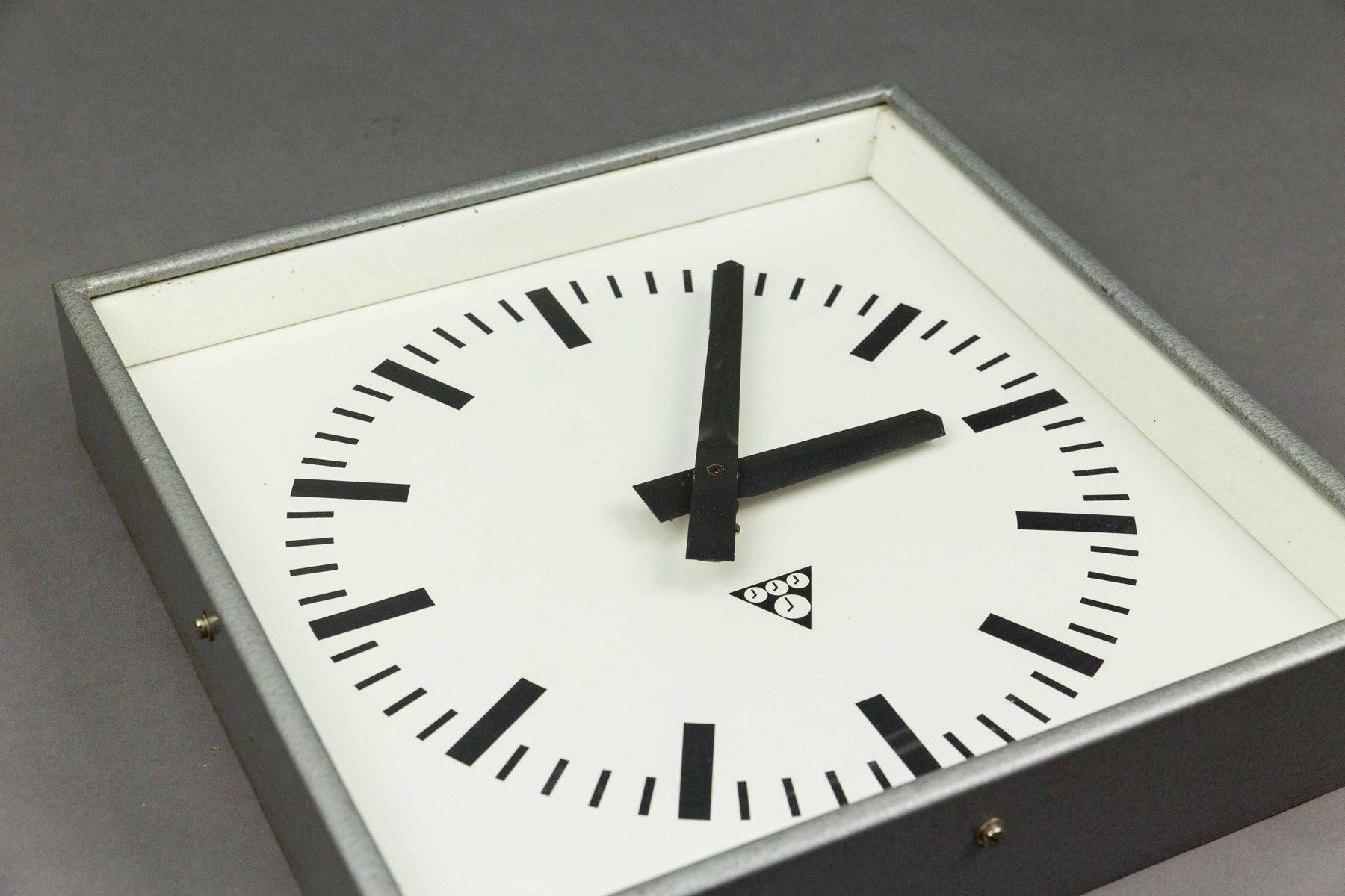 horloge murale carr e par pragotron en vente sur pamono