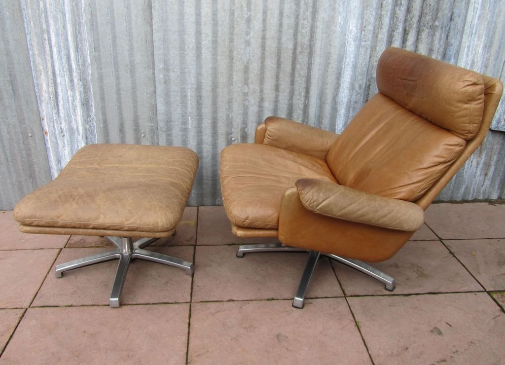 Superbe Mid Century Leather Lounge Swivel Chair With Ottoman