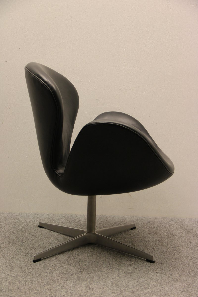Vintage Swan Chair By Arne Jacobsen For Fritz Hansen