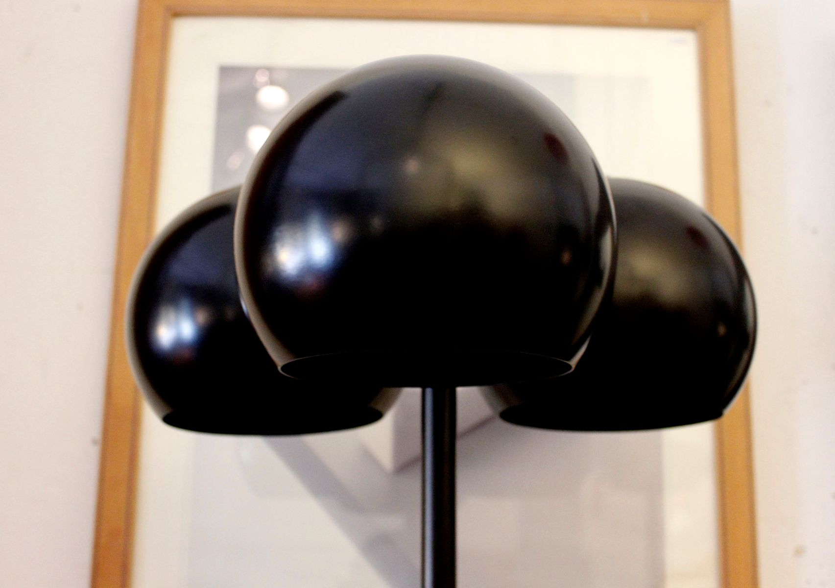 Lampe de bureau noire avec abat jours en forme de bulles par