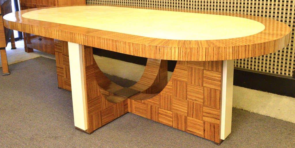Ovaler Italienischer Art Deco Esstisch aus Zebrano Holz, 1930