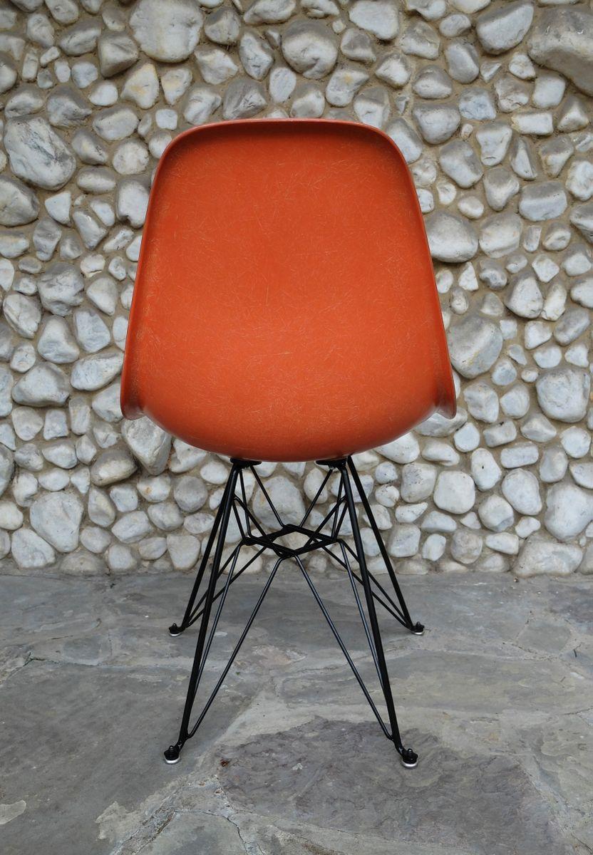 orangefarbener eiffel gestell stuhl von charles ray eames f r herman miller bei pamono kaufen. Black Bedroom Furniture Sets. Home Design Ideas
