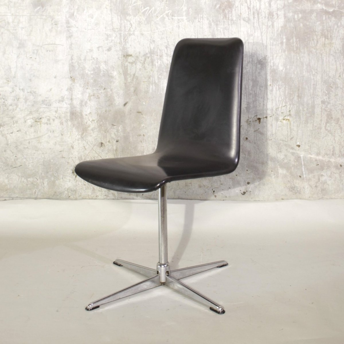 Vintage Swivel Chair With Chromed Foot