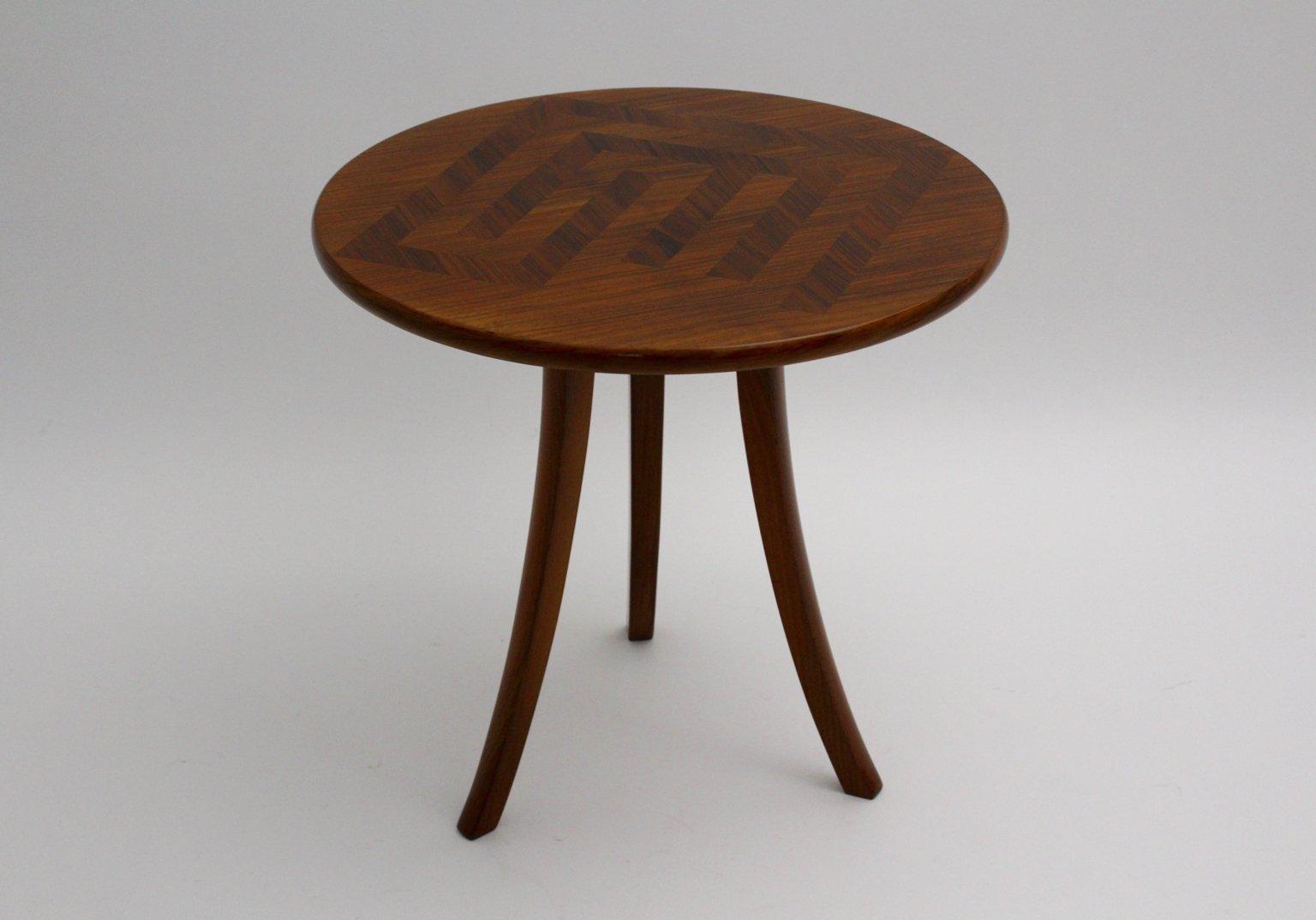 Art Deco Couchtisch mit Drei Tischbeinen von Josef Frank für Haus & Ga...