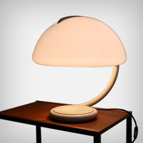 Geschwungene Modell Tavolo 599 Schreibtischlampe von Elio Martinelli f...