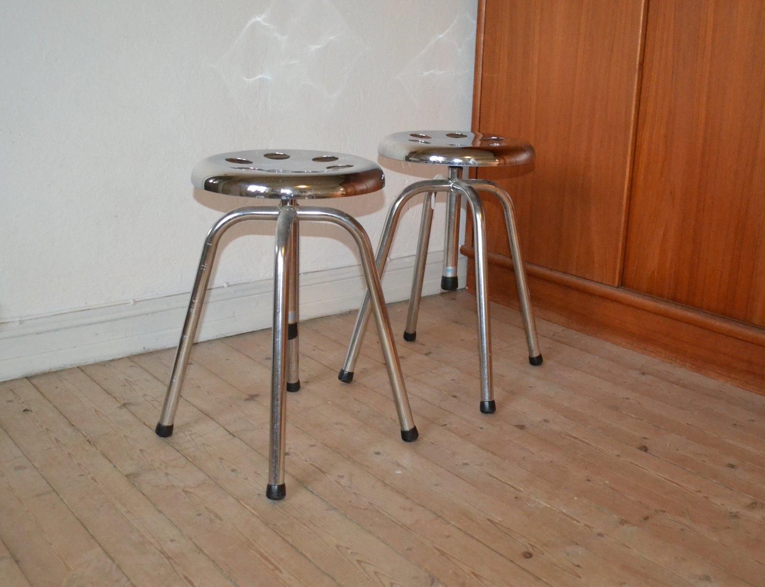 Sgabelli vintage in metallo 1965 set di 2 in vendita su pamono