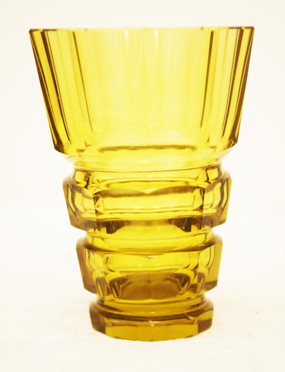 gelbe b hmische art deco vase aus kristallglas bei pamono kaufen. Black Bedroom Furniture Sets. Home Design Ideas