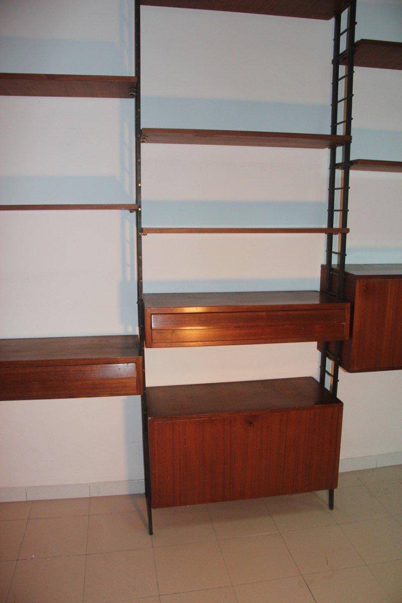 gro es italienisches mid century wandregal aus mahagoni bei pamono kaufen. Black Bedroom Furniture Sets. Home Design Ideas