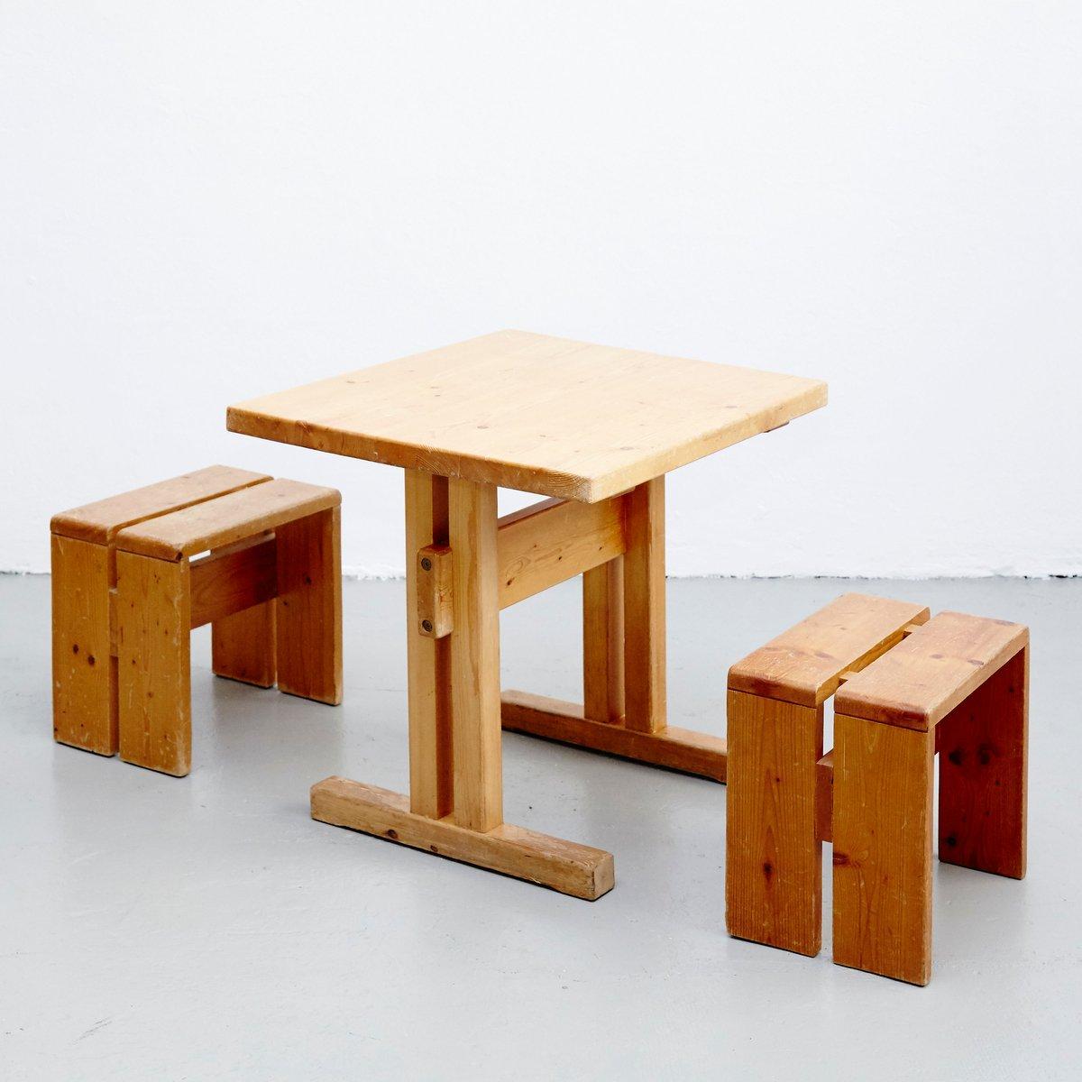 Französischer Tisch mit Hockern von Charlotte Perriand für Les Arcs, 1...