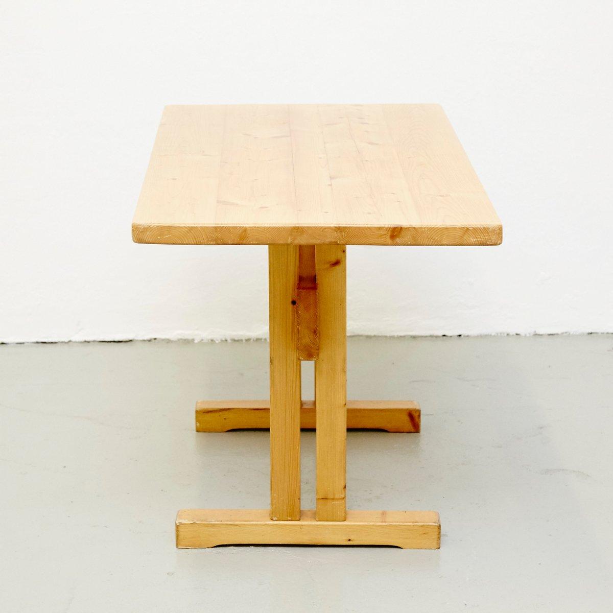 table en pin par charlotte perriand pour les arcs en vente. Black Bedroom Furniture Sets. Home Design Ideas