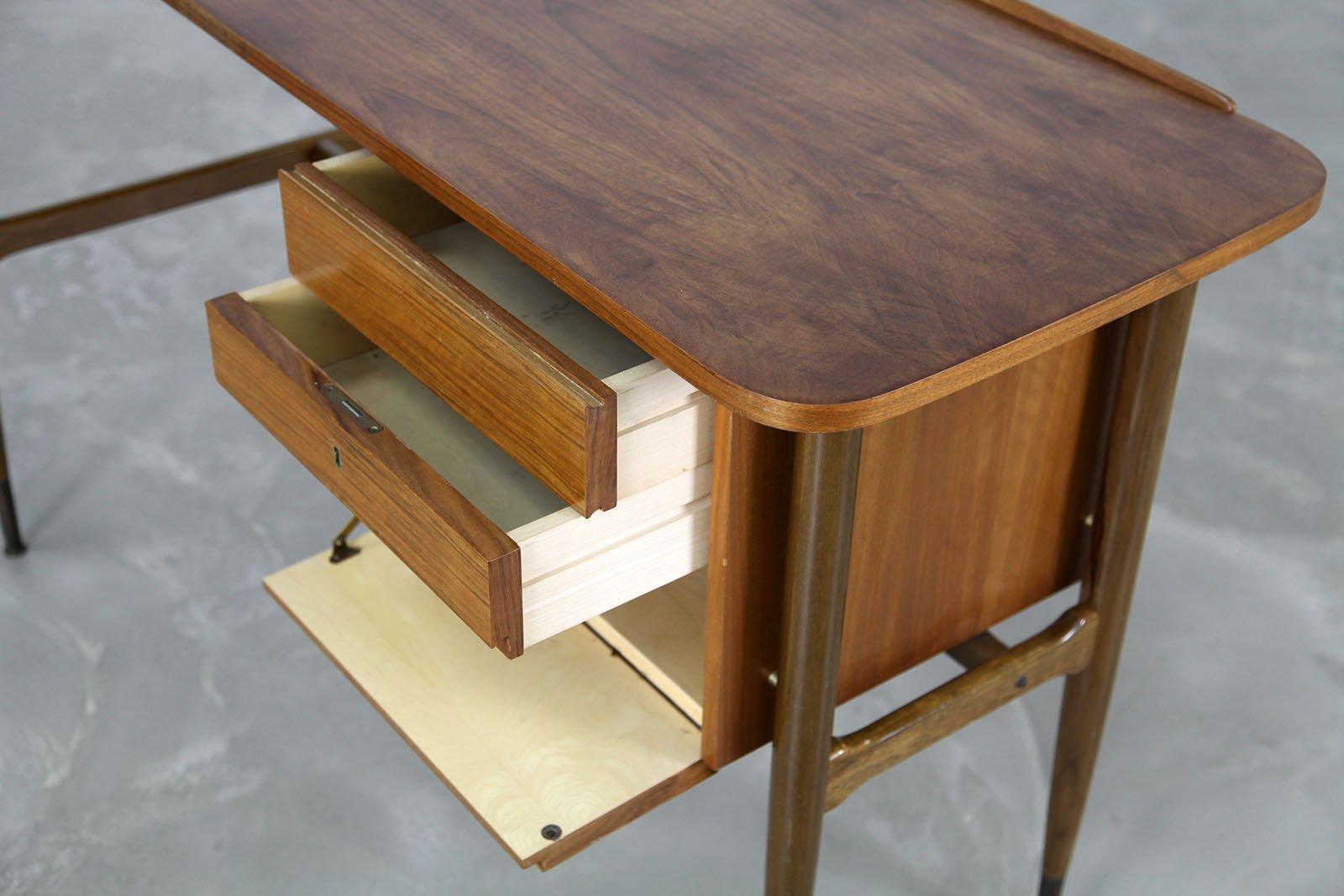gebogener mid century nussholz schreibtisch 1960er bei pamono kaufen. Black Bedroom Furniture Sets. Home Design Ideas