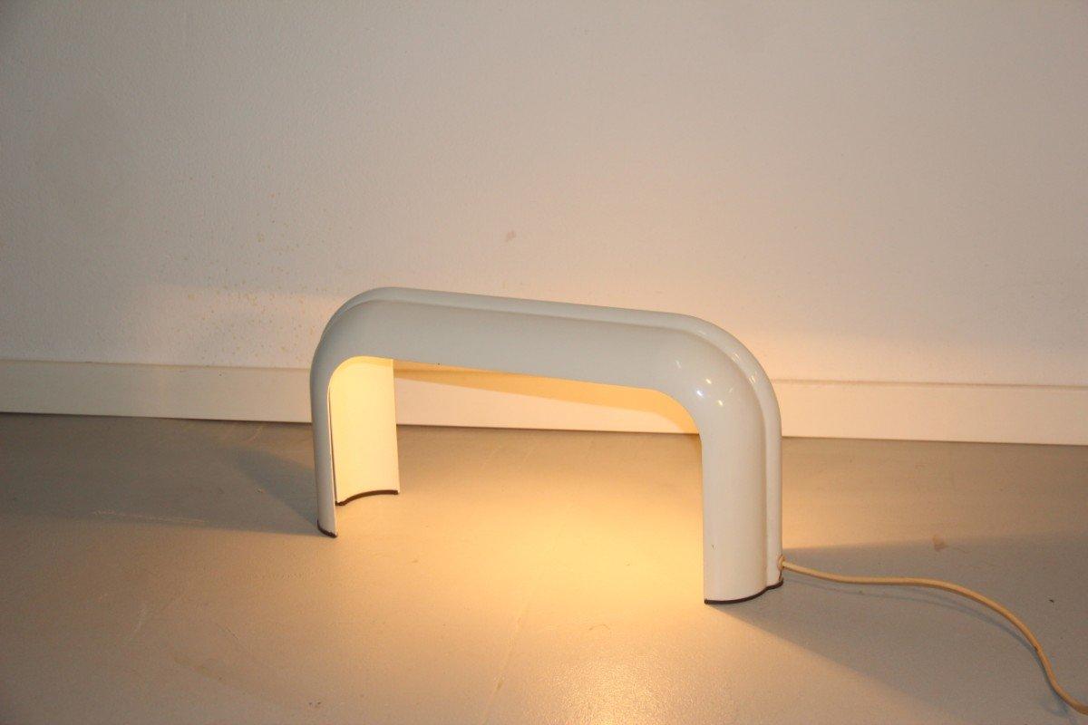 Weiße Tischlampe von Luciano Annichini für Artemide, 1970er