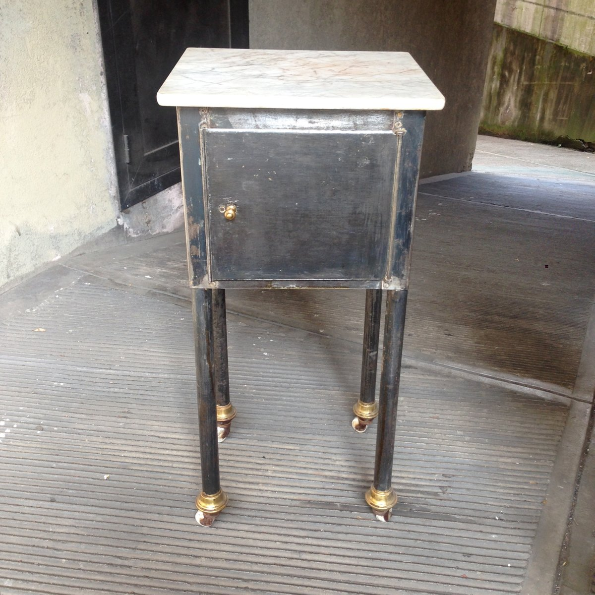 Charmant Small Industrial Table With Marble Top