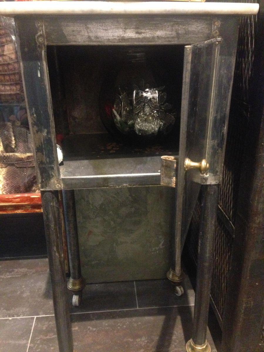 petite table industrielle avec dessus en marbre en vente sur pamono. Black Bedroom Furniture Sets. Home Design Ideas