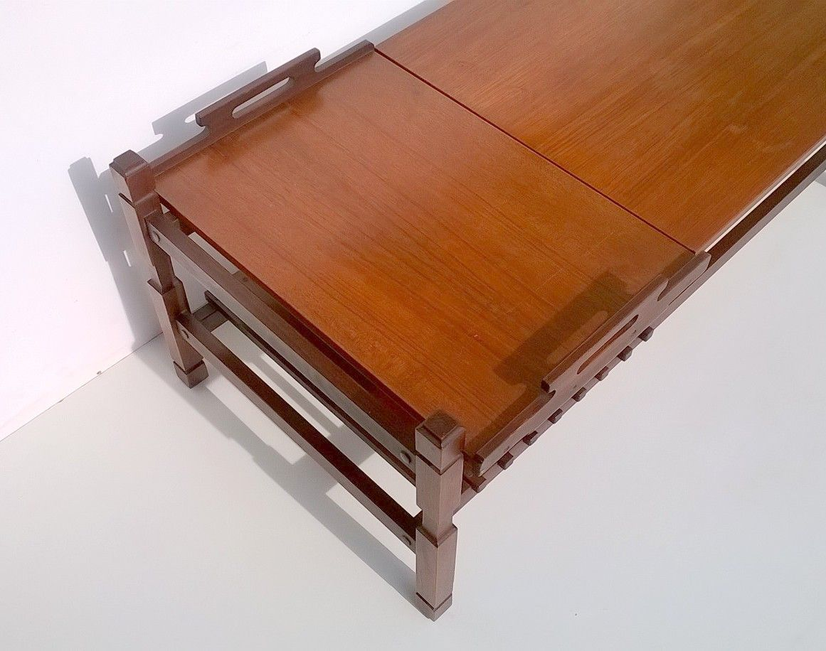 italienischer teak couchtisch mit herausnehmbaren tablett 1950er bei pamono kaufen. Black Bedroom Furniture Sets. Home Design Ideas