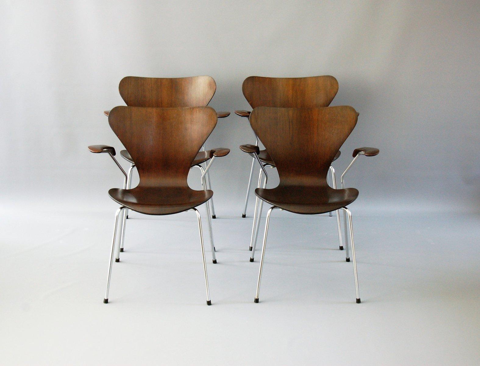 Arne Jacobsen Stoel : Dunkle eichenholz 3207 stühle von arne jacobsen für fritz hansen