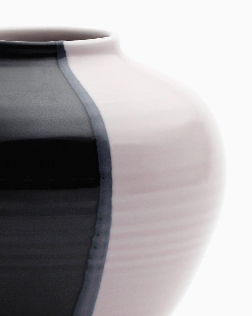round vase in sakura pink glossy black by asahiyaki bei. Black Bedroom Furniture Sets. Home Design Ideas