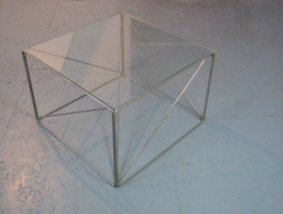 Würfelförmiger Tisch von Max Sauze