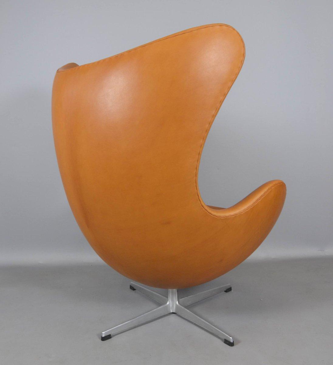 egg chair und fu hocker aus leder von arne jacobsen f r fritz hansen 1970er bei pamono kaufen. Black Bedroom Furniture Sets. Home Design Ideas