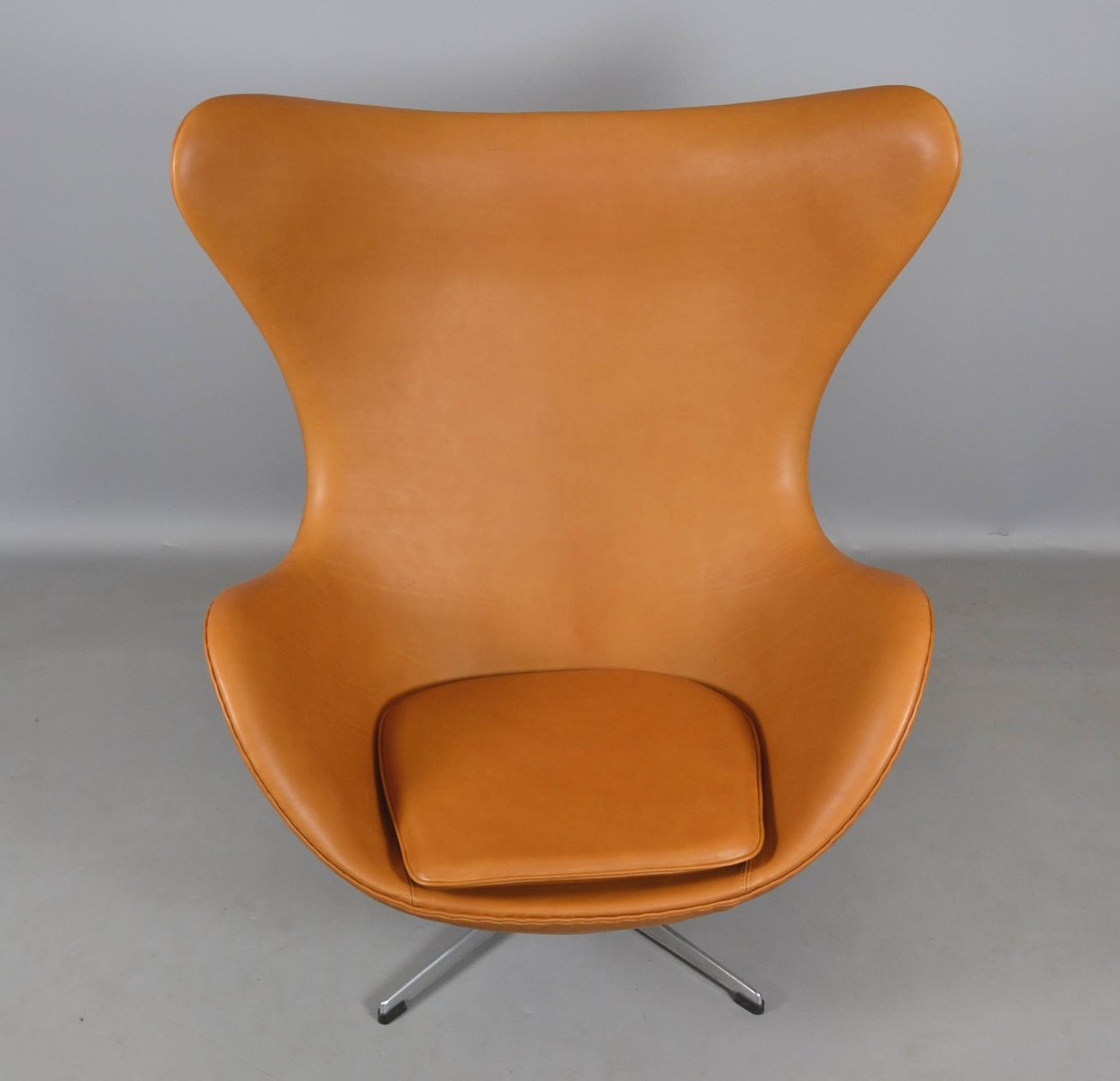 leather egg chair ottoman by arne jacobsen for fritz hansen 1970s for sale at pamono. Black Bedroom Furniture Sets. Home Design Ideas