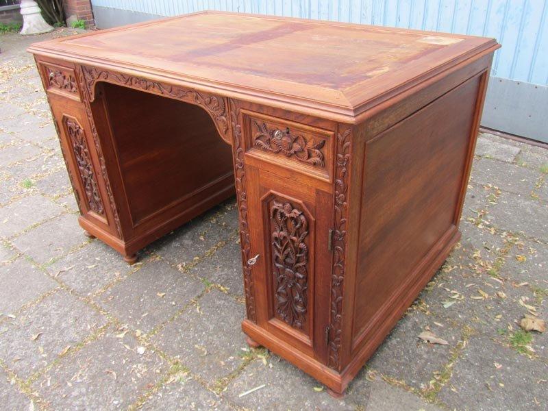 bureau et chaise style colonial vintage en bois sculpt set de 2 en vente sur pamono. Black Bedroom Furniture Sets. Home Design Ideas