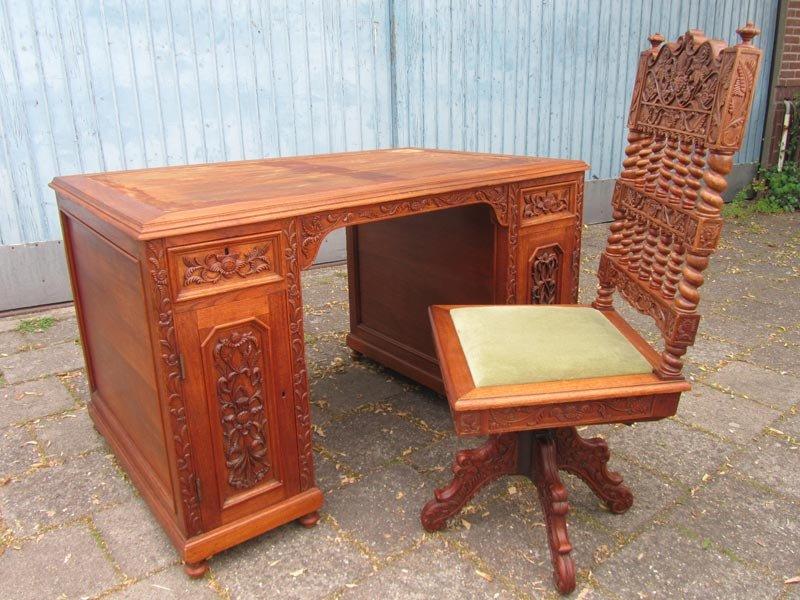 Bureau et chaise style colonial vintage en bois sculpté set