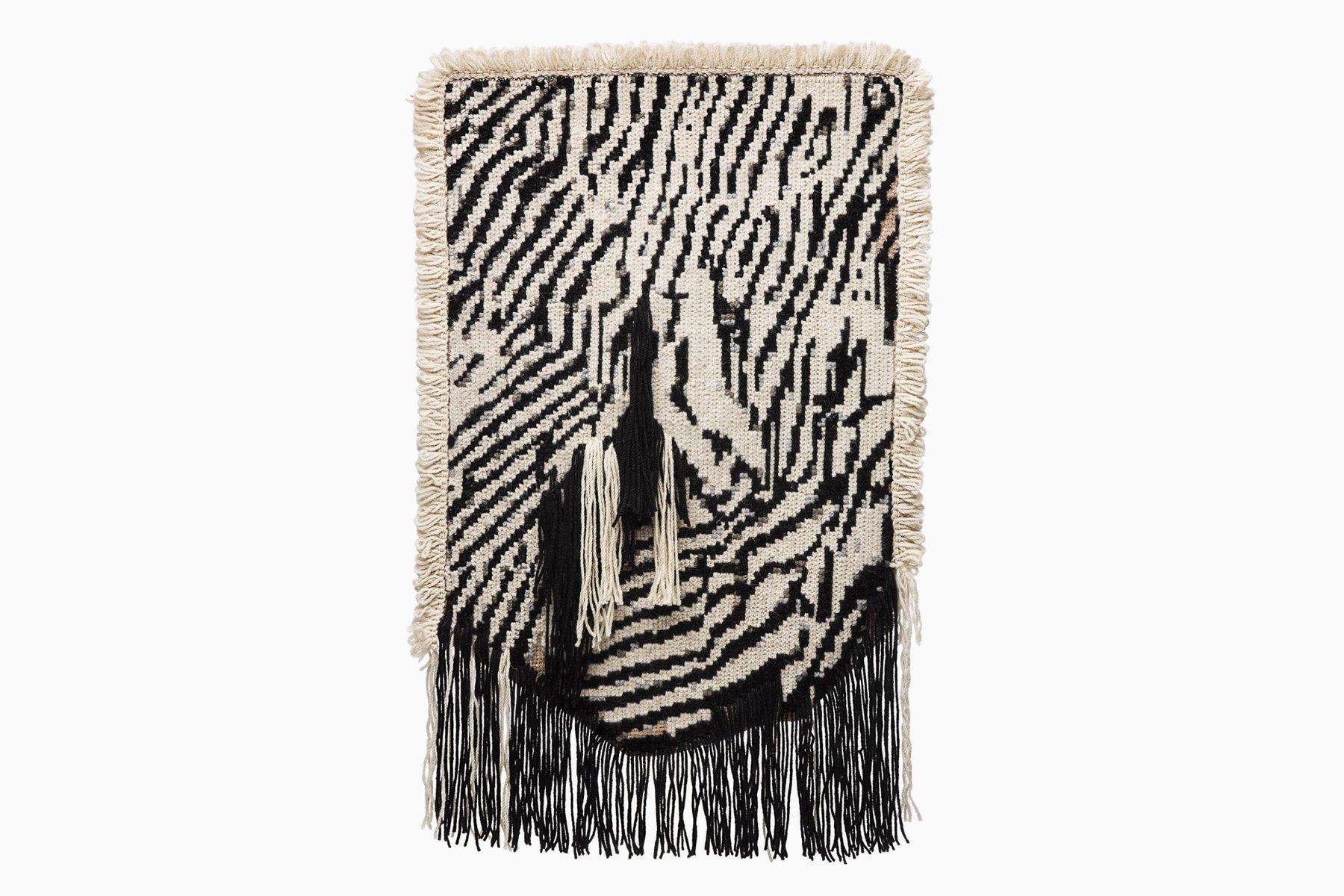 Under the Carpet Wandteppich von Mariana Fernandes für Fabrica | Heimtextilien > Teppiche > Wandteppich | Stoff | Artisan for Fabrica