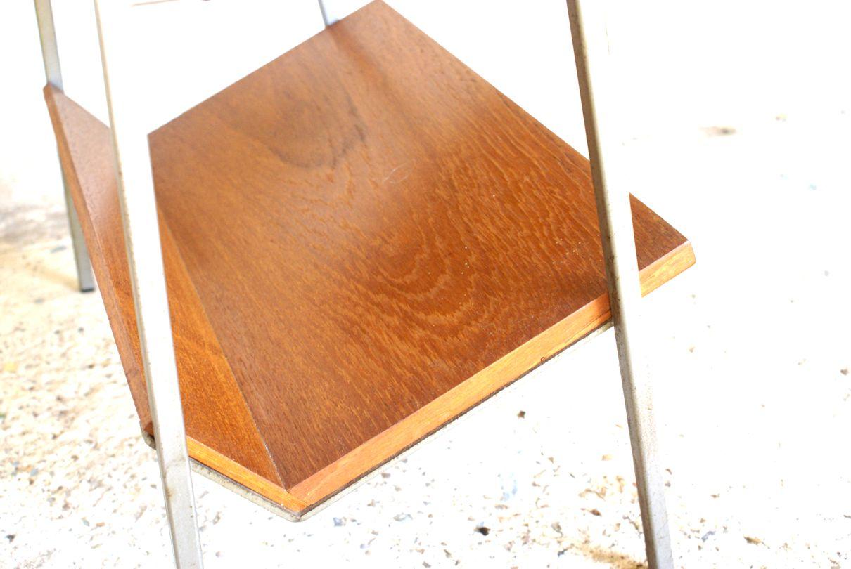 niederl ndischer vintage teakholz furnier beistelltisch mit zeitungsst nder bei pamono kaufen. Black Bedroom Furniture Sets. Home Design Ideas