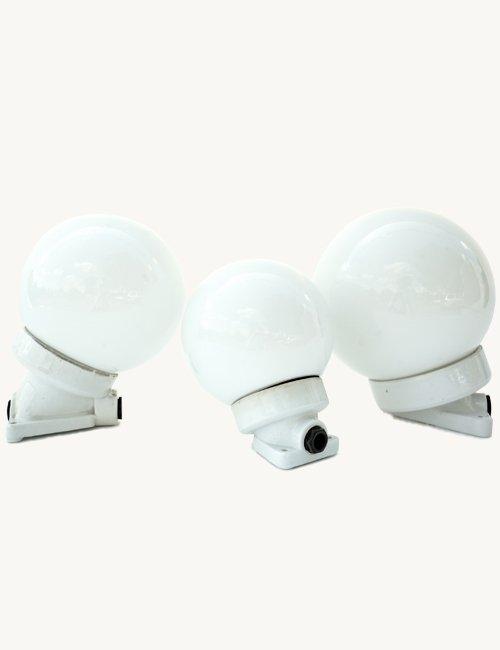 Weiße Kugel Wandlampe aus Porzellan, Mittel