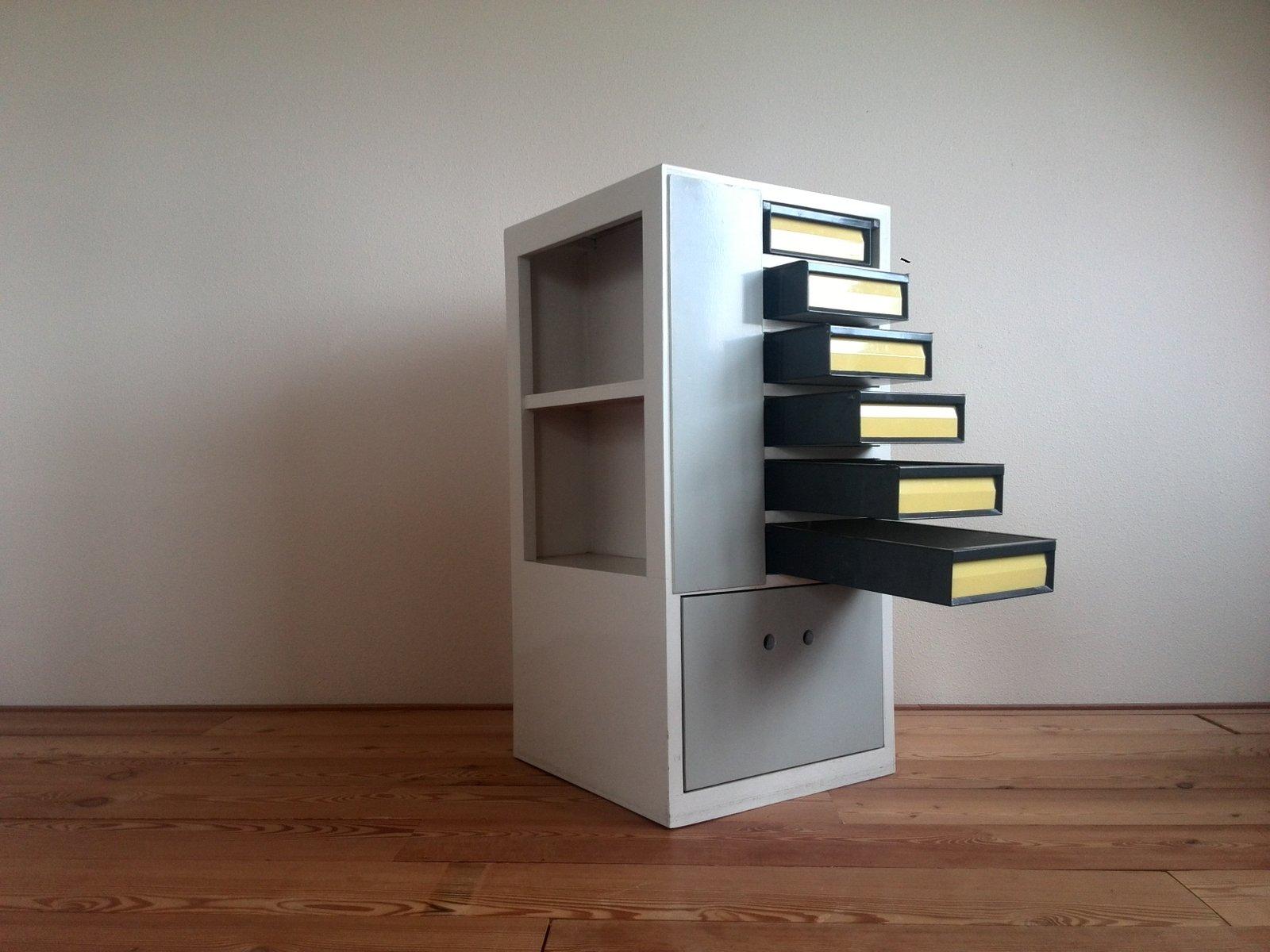 Grau-Gelbe Mid-Century Kommode, 1950er