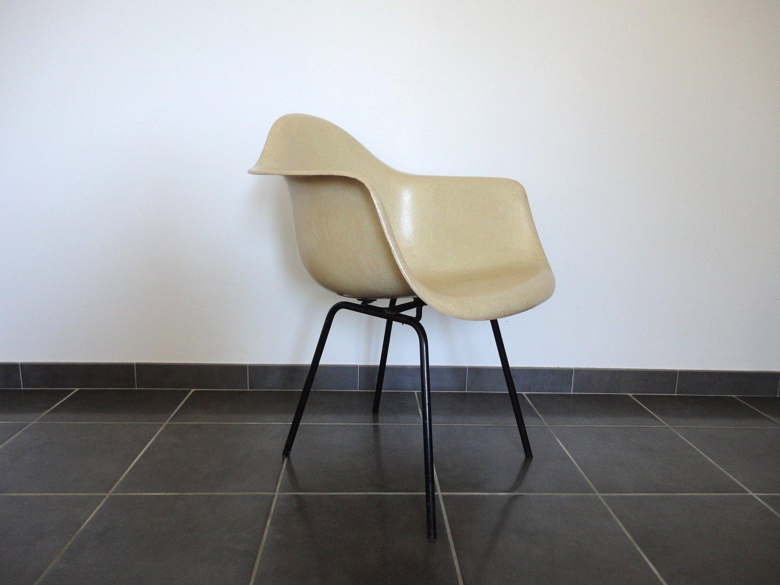 glasfaser sessel von charles ray eames f r herman miller 1950er bei pamono kaufen. Black Bedroom Furniture Sets. Home Design Ideas
