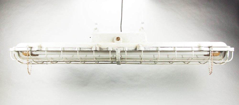 Dimmbare Leuchstoffröhre mit Gitter von EOW