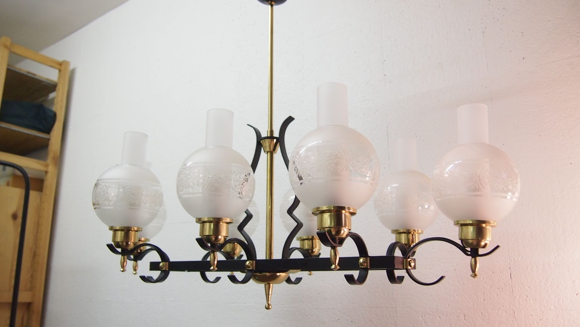 Lampadario in ferro battuto e vetro di Jules Leleu, Francia, 1952 in ...